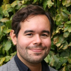 Dr André  Cabrera Serrenho
